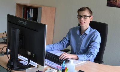 Portrait vom Auszubildenden Adrian